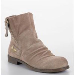 Nine West Taupe Suede Low Boots Vintage America!